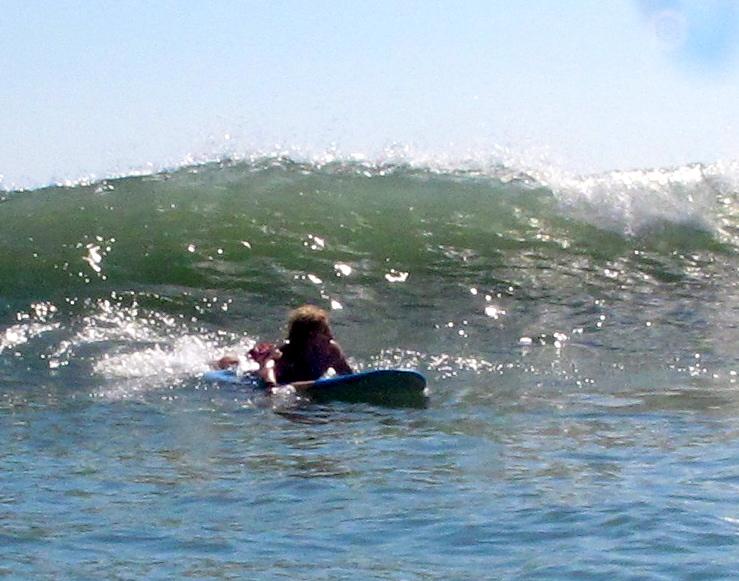 Warten auf die perfekte Welle - beim Surfen auf Bali.