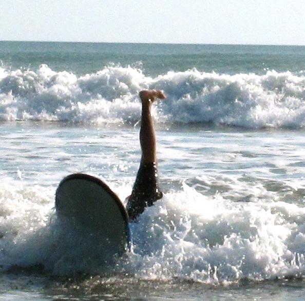 Darius im Schleudergang beim Surfen auf Bali