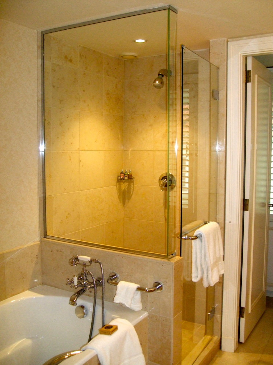 Four Seasons Hotel Prague bathroom