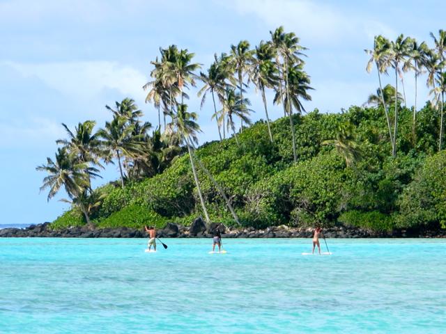 Stehpaddeln ist eine beliebte Aktivität auf Rarotonga.