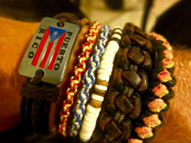 Backpacker-Armbänder. Aus jedem Land ein Souvenir.