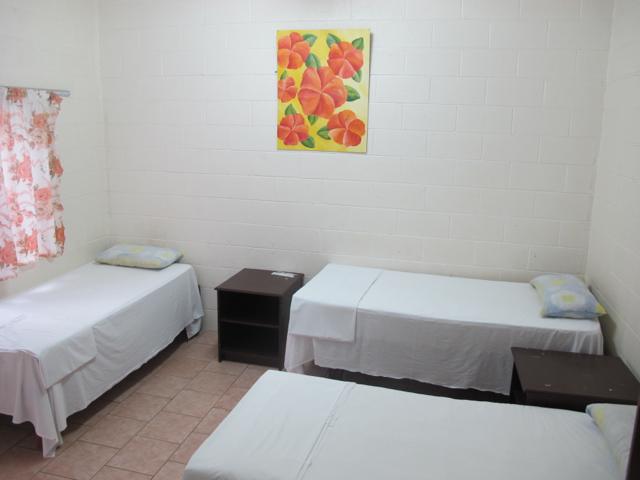Ein einfaches Hotelzimmer auf Rarotonga, Cook Islands.