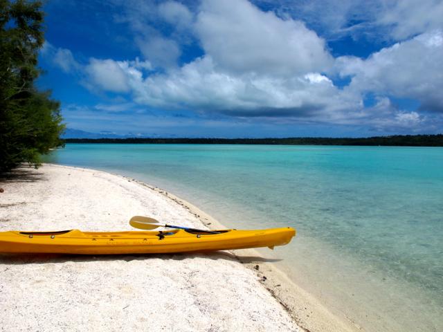 Mit meinem knallgelben Kanu bin ich auf Aitutaki an einer unbewohnten Insel gestrandet und habe für einige Zeit die totale Einsamkeit genossen.