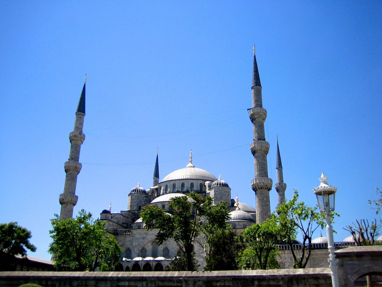 Die blaue Moschee in Istanbul ist die TOP-Sehenswürdigkeit der Metropole am Bosporus.