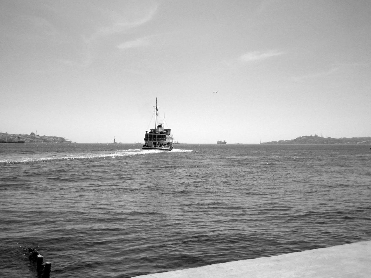 Schiff auf dem Bosporus in Istanbul.