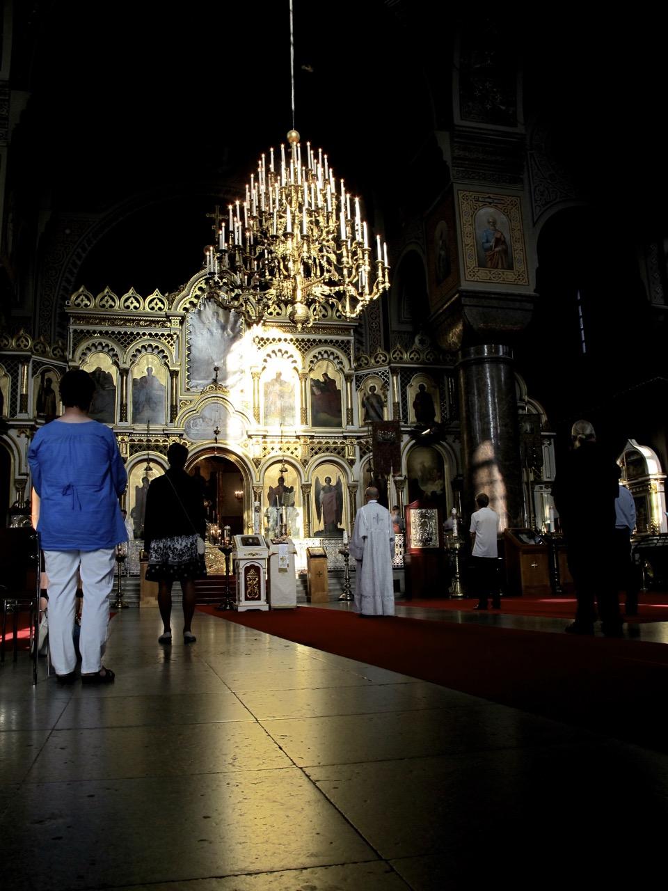 Bedächte Stimmung während der Messe in der Uspenski Kathedrale.