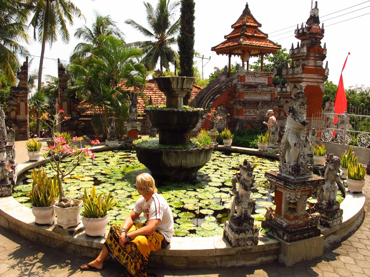 Ein wunderschöner Brunnen in einer Tempelanlage in Balis Norden.