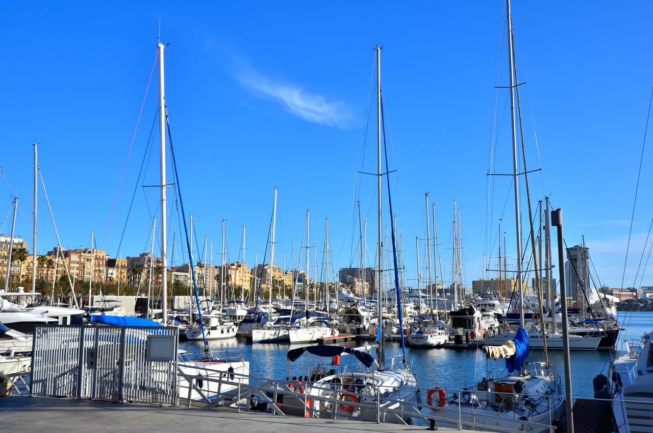 Tolle Yachten und Segelboote im Port Olympico Barcelona