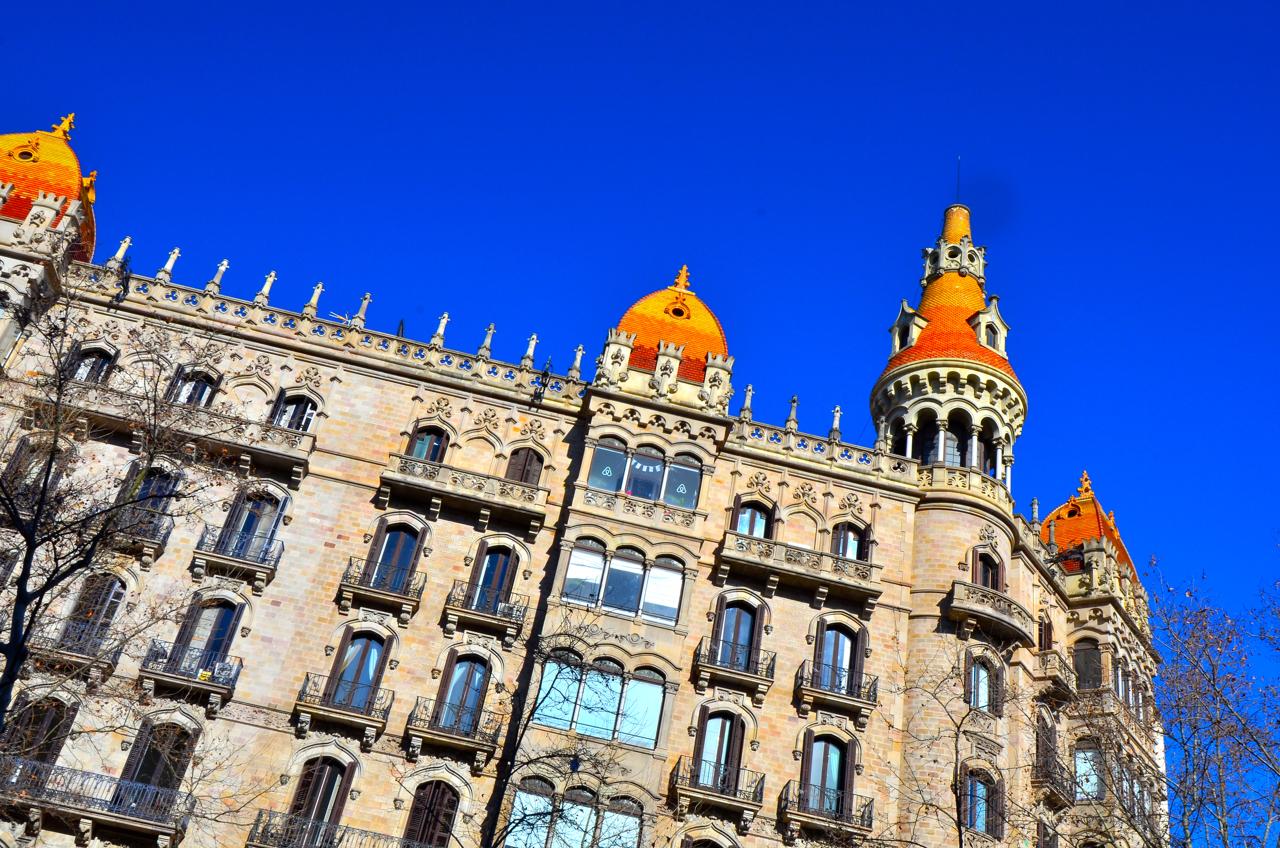 Der blaue Himmel Barcelonas ist einzigartig.