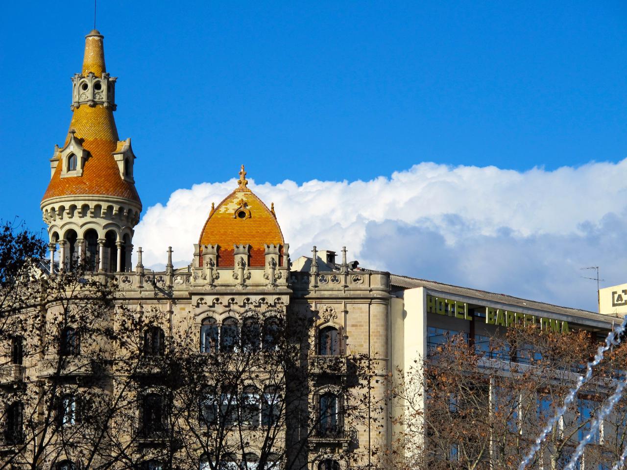 Der blaue Himmel Barcelonas - Sehenswürdigkeit oder Naturspektakel?