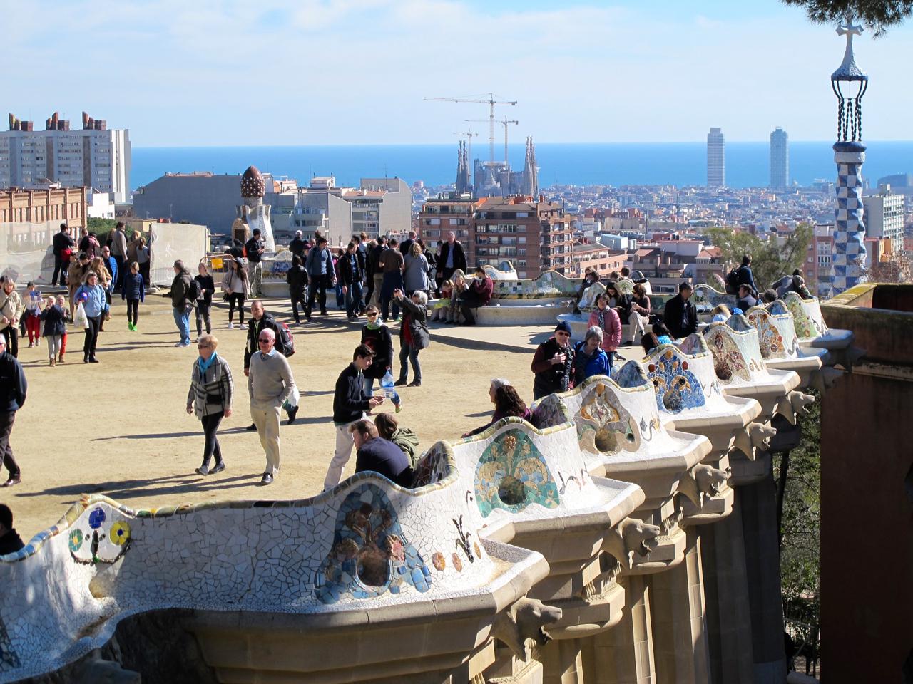 Gaudis Park Güell - Von hier hat man einen guten Ausblick auf die ganze City.