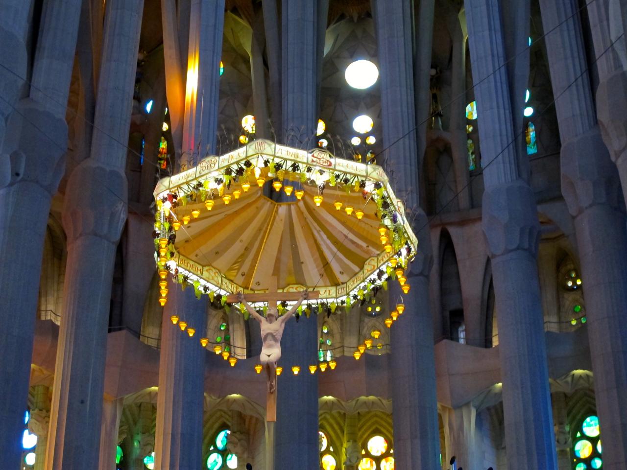 Die kunstvoll dargestellte Jesusfigur in der La Sagrada Familia.